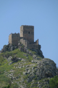 mineo-castello-di-serravalle