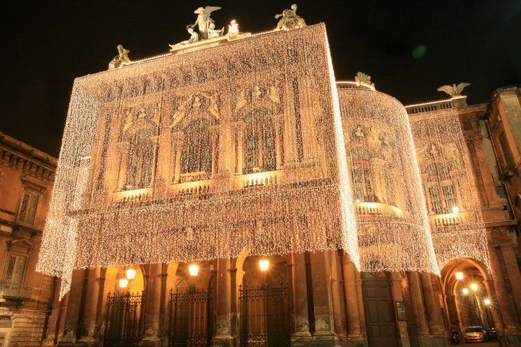 Piazza e teatro Bellini di Catania