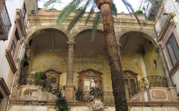 Cortile di palazzo a Palermo