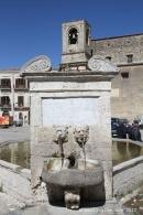 Piazza centro Palazzo Adriano