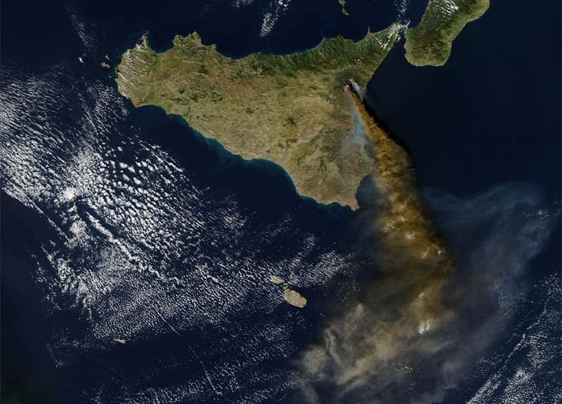 Eruzioni dell'Etna dal cielo