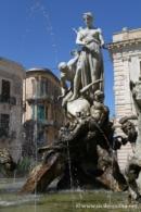 Piazza Archimede, fontana di Diana 1